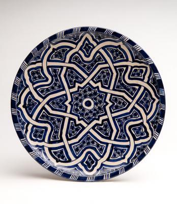 2-MOIFA_Espinar_32:  Plate (Morocco), 1980s, ceramic. Photo: Addison Doty