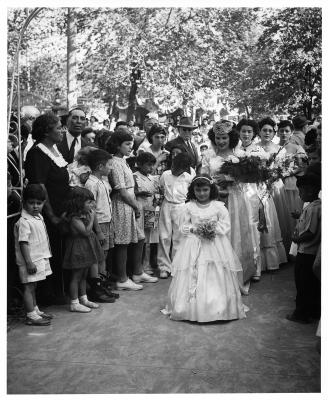 19-NMHM-2019-Fiesta Queen and her court in processs, Old Town Albuquerque ca. 1945